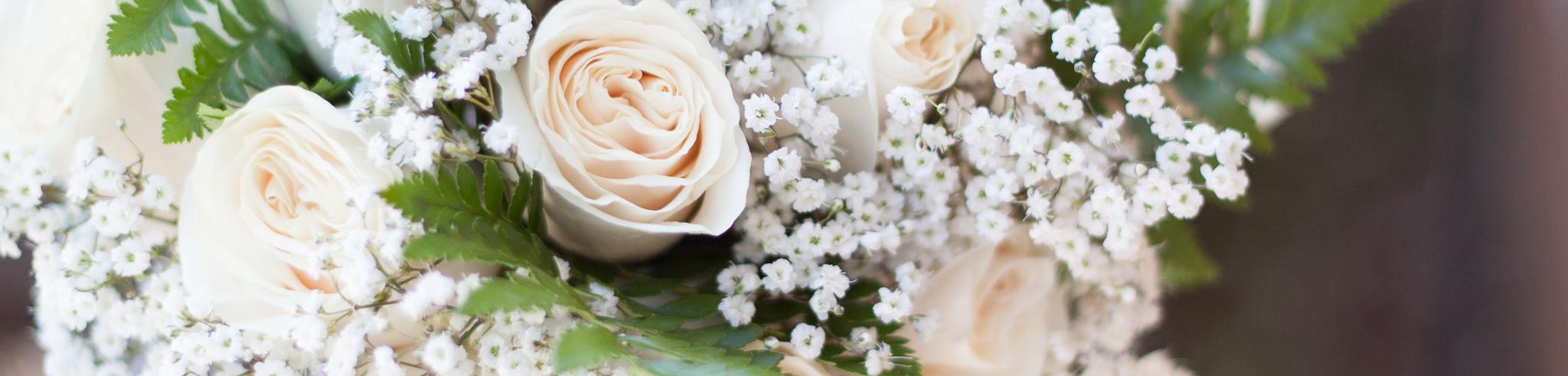 white wedding rose bouquet